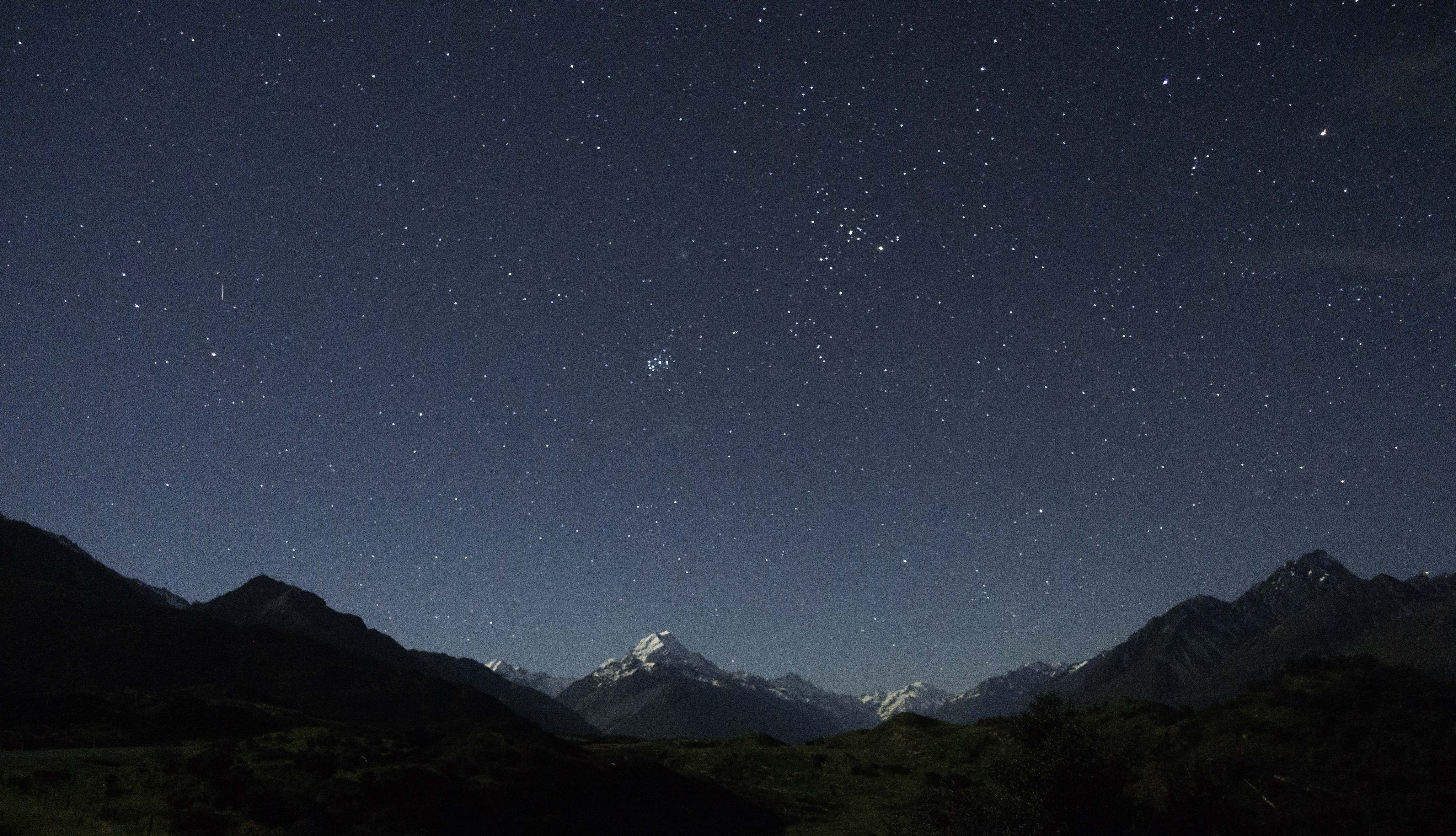 sp - Ian Griffin #matariki over Aoraki. The moon illuminated the scene